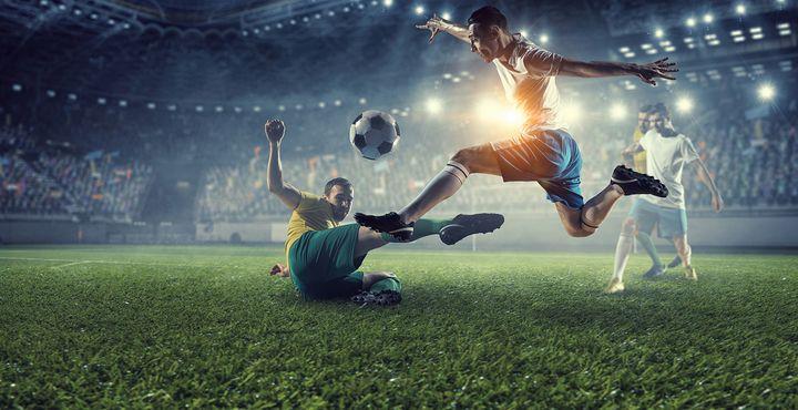 Футболисты на поле