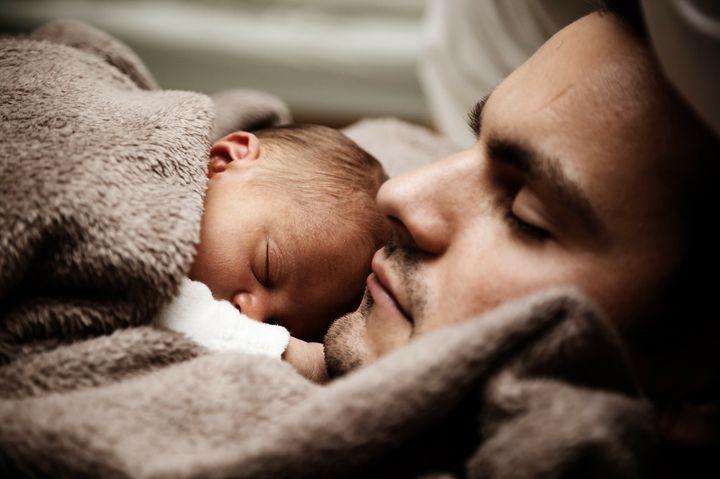 Отец и младенец