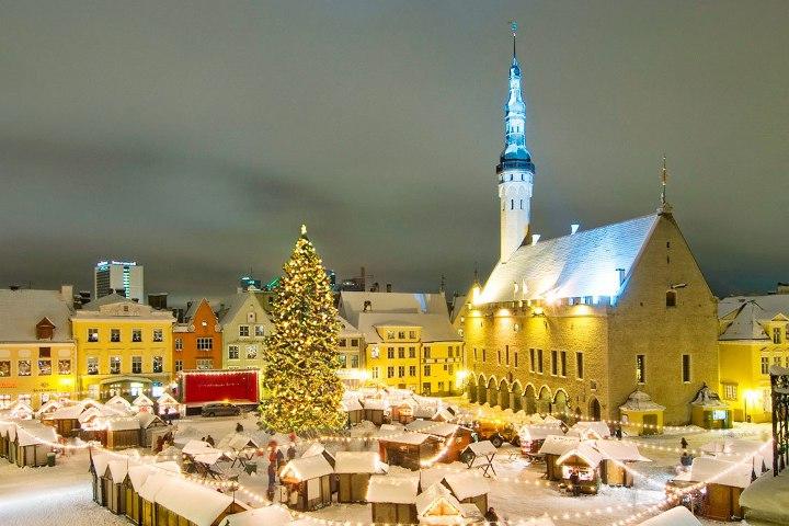 новогоднее украшение площади в хельсинках
