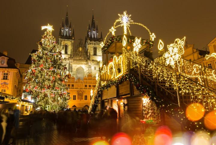 новогоднее украшение улиц в праге