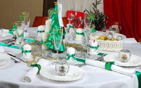 Новогодний стол в зеленых тонах на 2020 год
