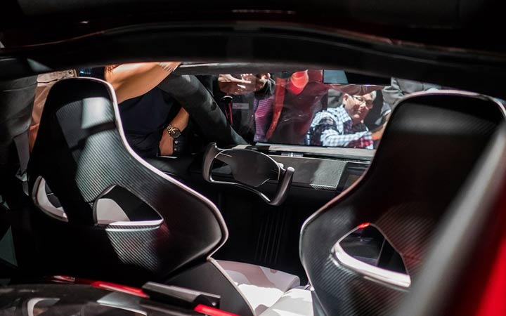 Интерьер Tesla Roadster 2020 года
