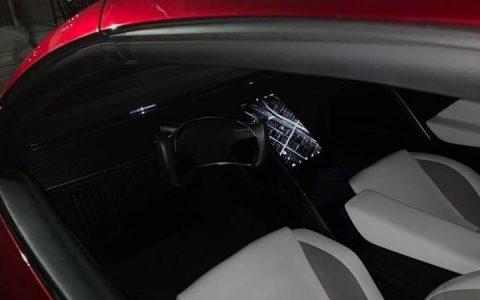 Салон Tesla Roadster 2020 года