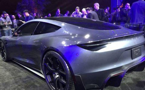 Новый Tesla Roadster 2020 года в цвете серый металлик