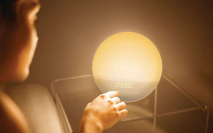 Световой будильник в подарок на Новый 2020 год