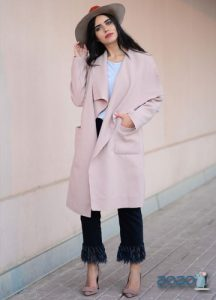 Модное светлое пальто 2019-2020 года