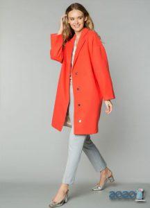 Модное коралловое пальто 2019-2020 года