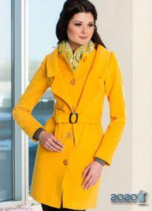 Модное желтое пальто 2019-2020