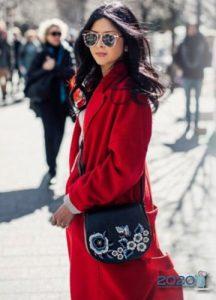 Модное пальто в красных тонах 2019-2020
