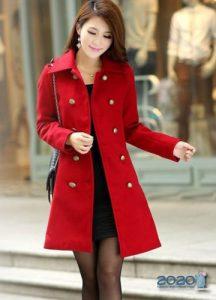 Модное женское пальто в красных оттенках 2019-2020