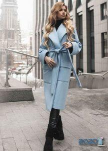 Модное пальто в голубых тонах 2019-2020