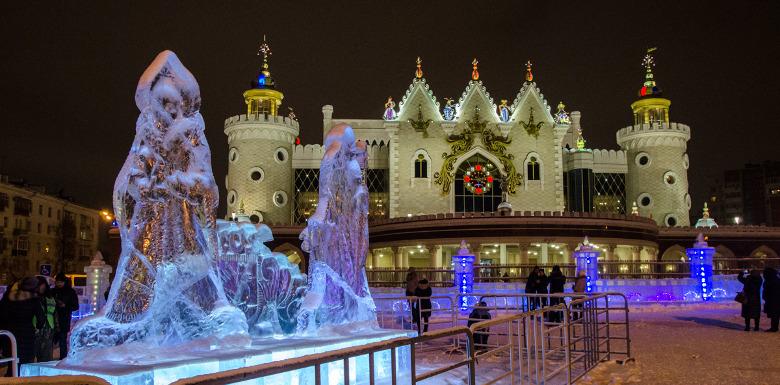 новогодняя ледяная скульптура на площади Казани