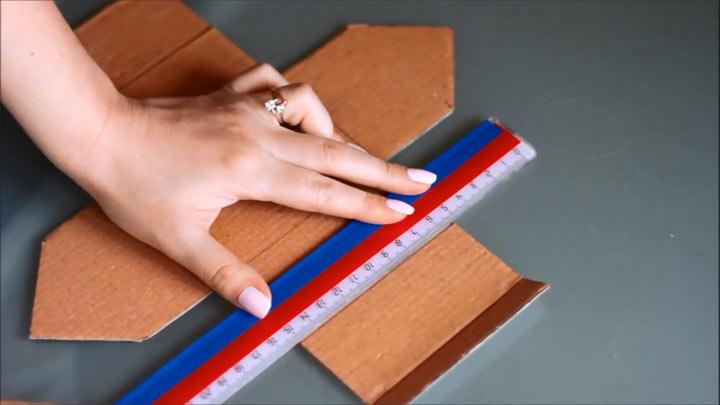 Как сделать картонный домик к Новому Году