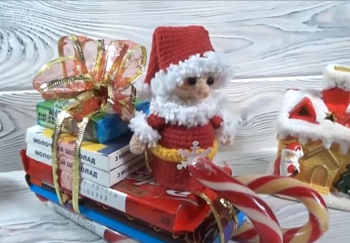 Сани Деда Мороза из конфет на Новый 2020 год