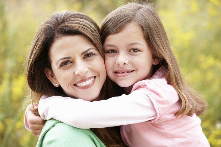 Девочка и мама