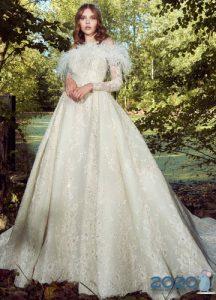 Красивое подвенечное платье с перьями 2020 года