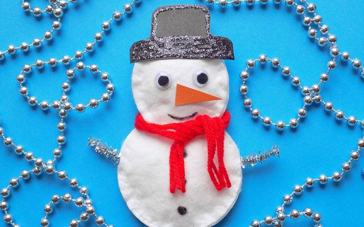 Снеговичок из ватных дисков