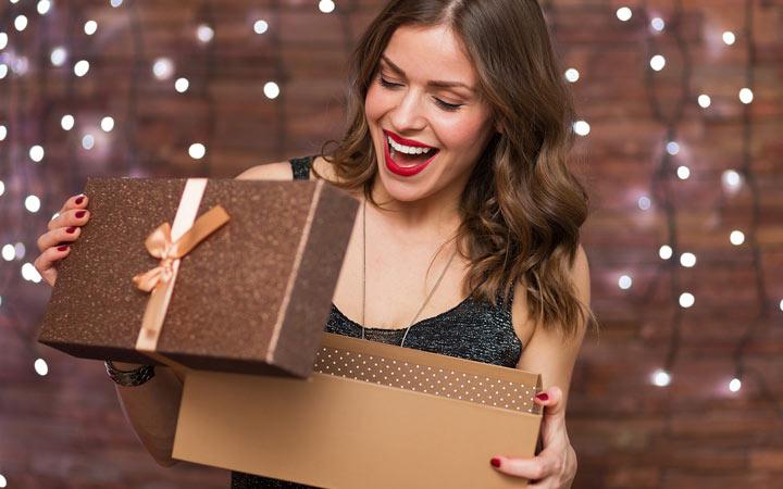 Лучшие идеи подарков для жены на Новы Год 2020