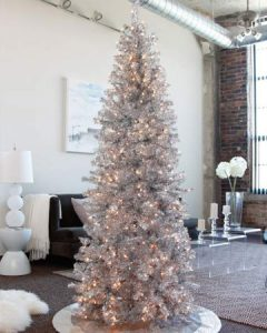Белая елка на Новый Год 2020
