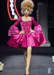 Пышное платье Moschino зима 2019-2020