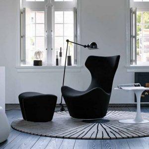 Модное черное кресло в интерьере 2020 года