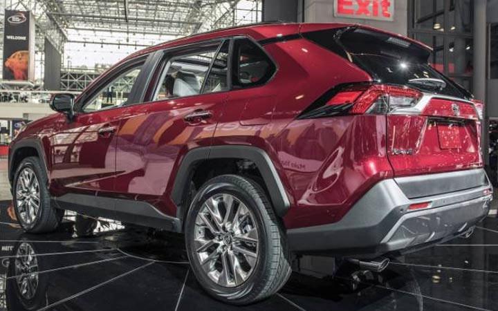 Экстерьер Тойота RAV 4 2019-2020