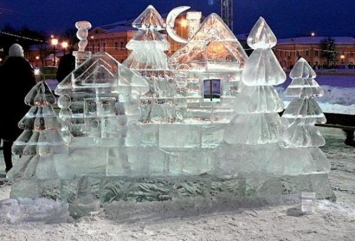 Ледовые скульптуры на Сусанинской площади
