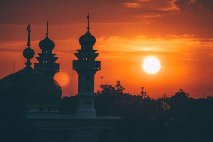 Закат солнца и мечеть