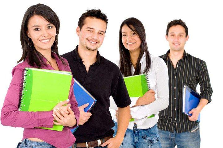 студенты с папками