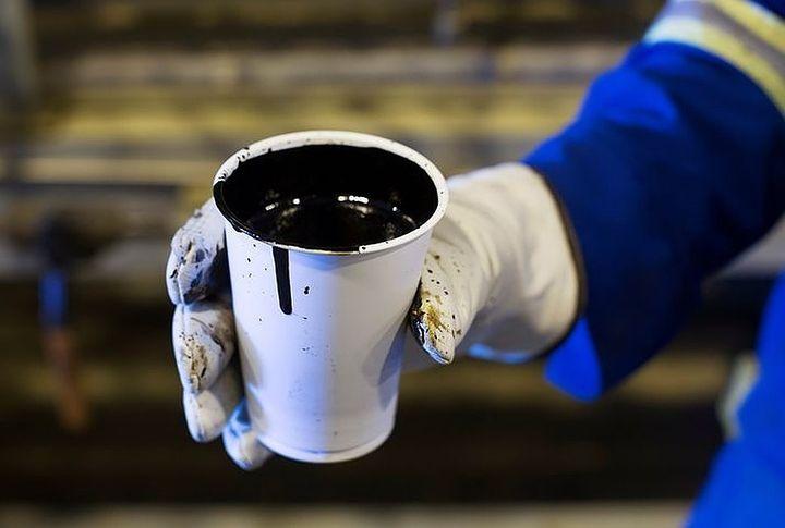Нефть в стаканчике