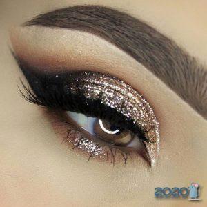 Модный блестящий макияж глаз