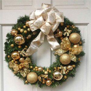Стильный новогодний венок в золотом цвете