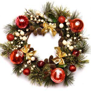 Классический новогодний и рождественский венок на двери