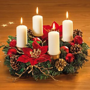 Красивый новогодний венок со свечками