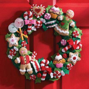 Съедобный рождественский венок на двери 2020 год