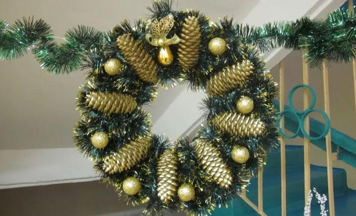 Красивый рождественский (новогодний) венок с основой из картона