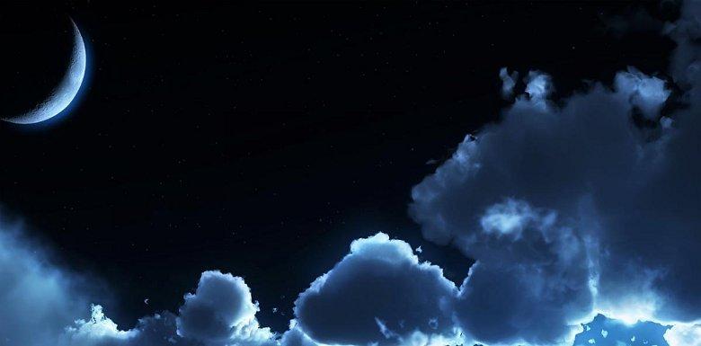 месяц в небе