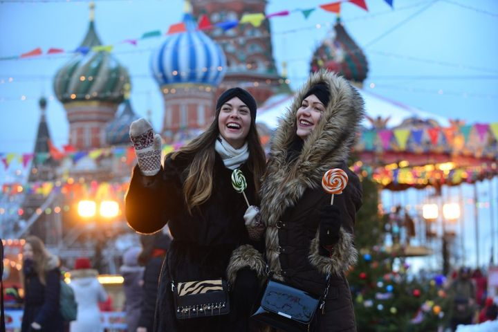 Девушки на прогулке по Красной площади