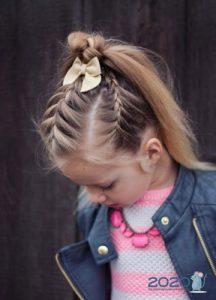 Хвостик в сочетании с косами детская мода 2020 года
