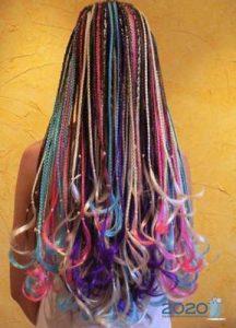Модные мелкие разноцветные косы 2020