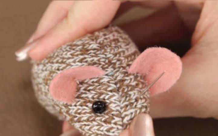 Мышка из трикотажа своими руками шаг 8 делаем глазки