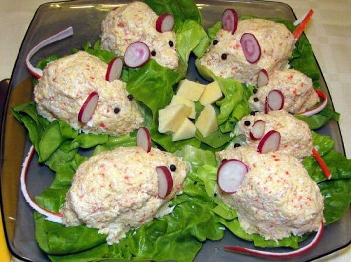 Крабовый салат в виде мышек