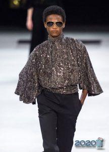 Блуза с широкими рукавами мода 2020 года
