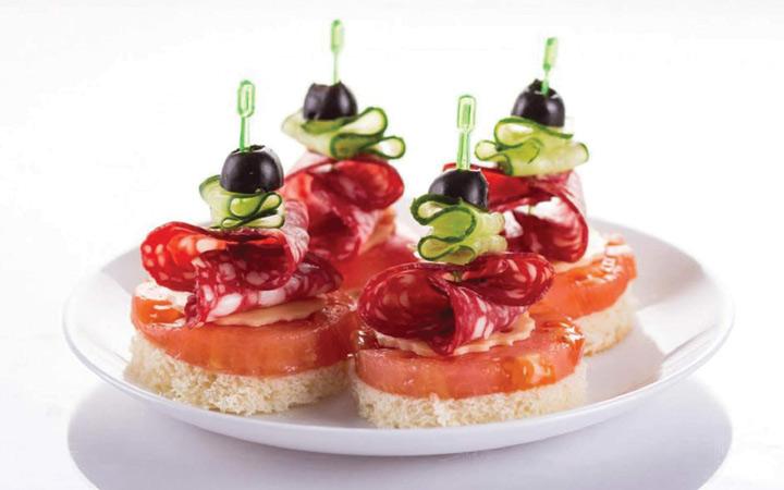 Канапе с салями и помидорами на Новый Год 2020