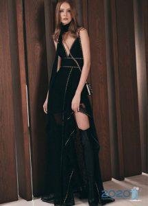Черное новогоднее платье 2020 с высоким разрезом