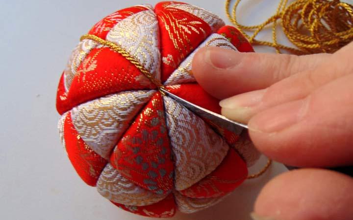 Изготовление шаров в технике кимекоми на Новый Год 2020