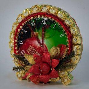 Часы из конфет своими руками