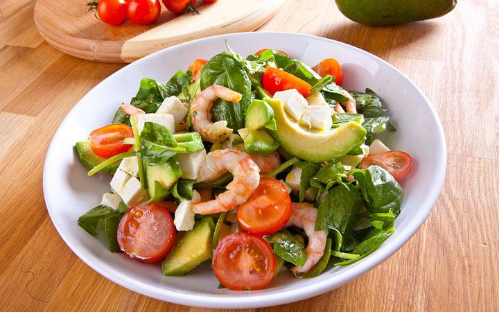 Салат с авокадо и креветками на Новый 2020 год