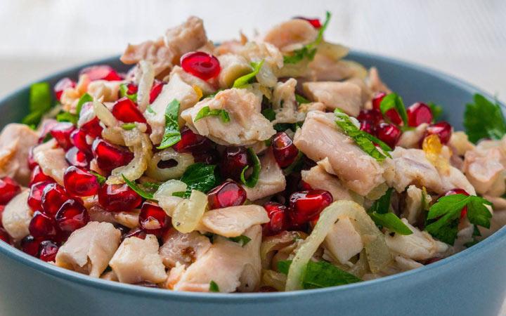 Новогодний салат 2020 с курицей и гранатом