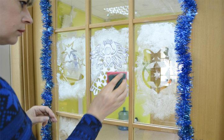 Как украсить окна зубной пастой